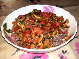 Салат из сырых шампиньонов