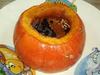 Тыква на десерт в микроволновке с орехами, курагой и черносливом