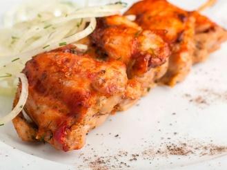 Жареные куриные бедра со вкусом шашлыка