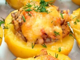 Фаршированный курицей и грибами запечённый картофель