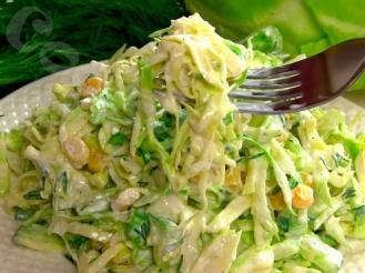 Салат из огурцов, капусты и кукурузы
