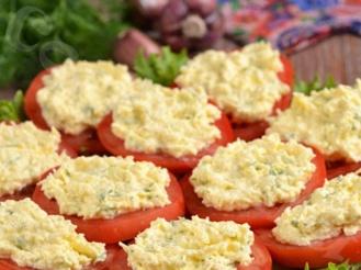 Закуска из помидоров и сырной смеси