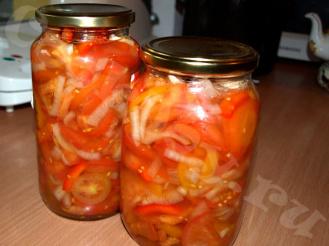 Пикантный салат из помидоров на зиму