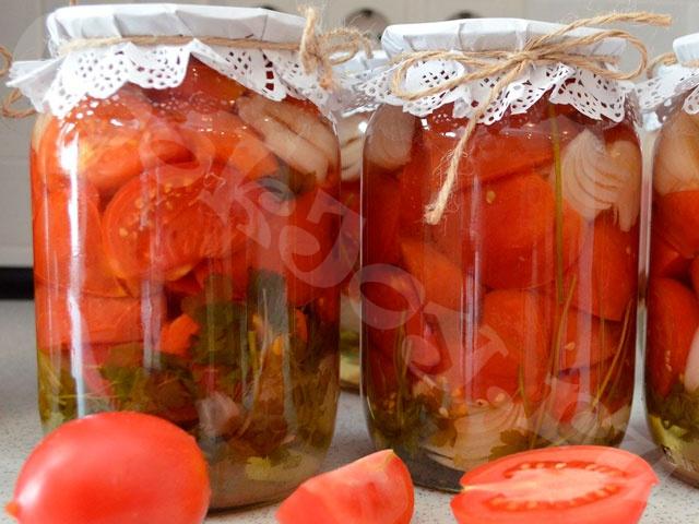 Маринованный салат из помидоров и лука «Пальчики оближешь»