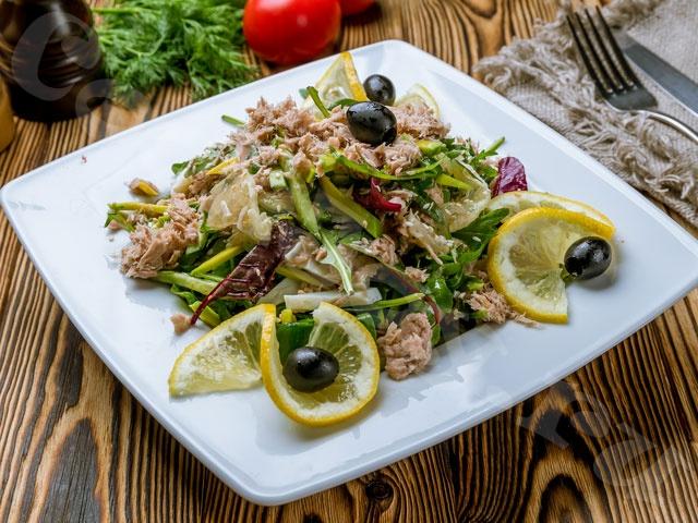 Вечерний салат с тунцом и грейпфрутом
