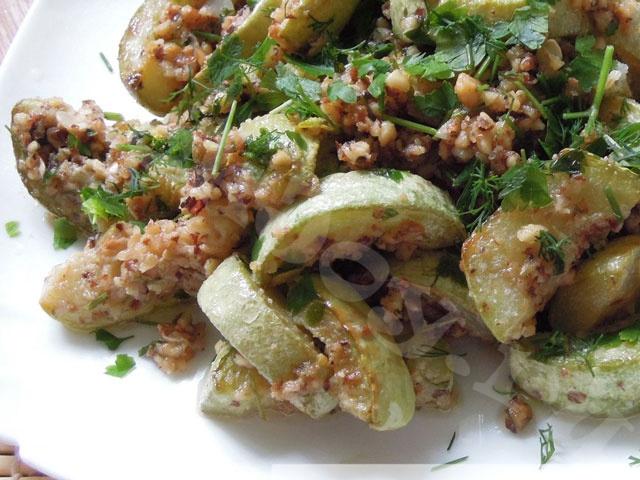 Жареные кабачки с чесночно-ореховым соусом