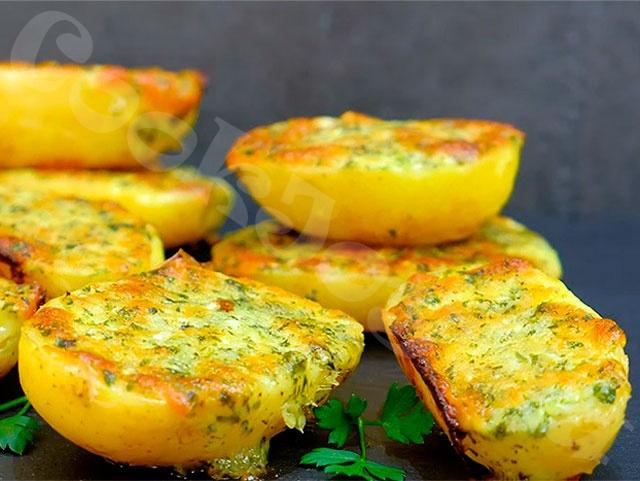 Чесночный картофель в духовке