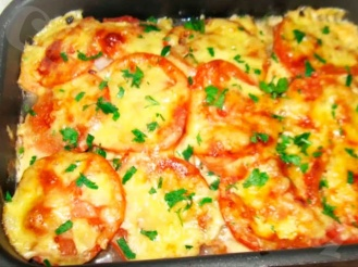 Треска, запечённая с сыром и помидорами
