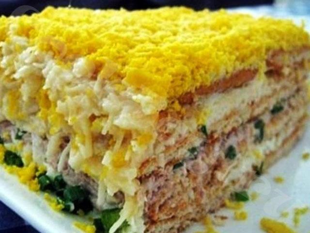 Салат-торт из рыбных консервов