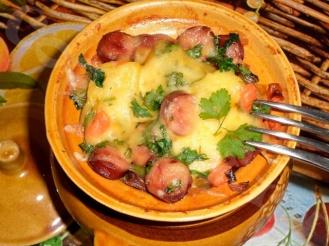 Охотничьи колбаски с картофелей в горшочках