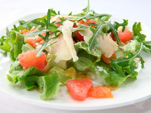 Салат с семгой и рукколой
