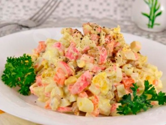 Крабовый салат с грецким орехом