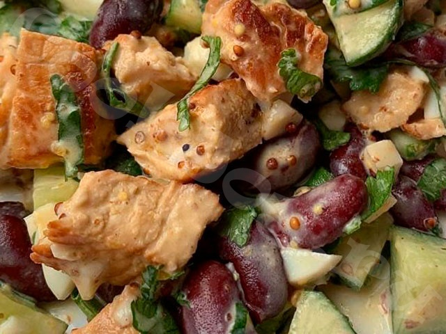 Салат с красной фасолью и индейкой