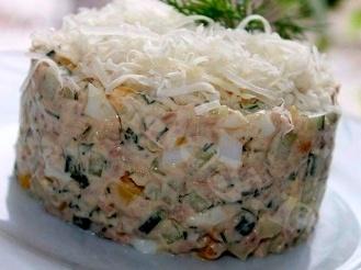 Салат из печени трески с консервированной кукурузой