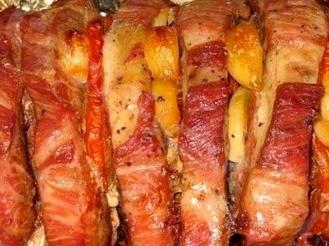 Свиная шейка, фаршированная сыром и помидорами
