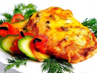 Мясо свинины по-французски с грибами и сыром