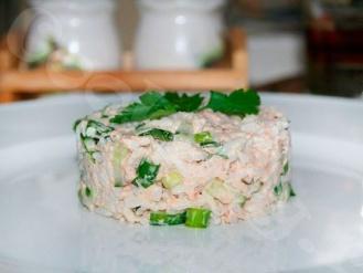 Салат из консервированной горбуши