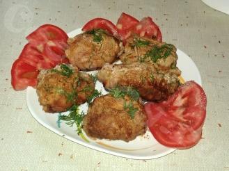 Рулетики из свинины с сыром, помидором и грибами на сковороде