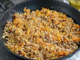Гречка с морковью и яйцом