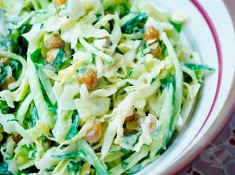 Салат из пекинской капусты, огурца и зеленого горошка