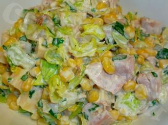 Салат из капусты, куриной грудки и кукурузы