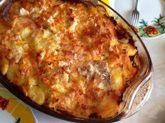 Картофель со свининой и сыром запеченная в духовке