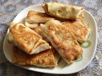 Горячая закуска из лаваша с начинкой из куриных желудочков