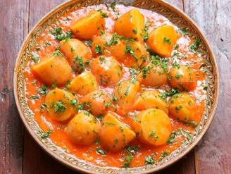 Молодой картофель в остром соусе