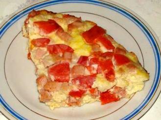 Вареный омлет в пакете с ветчиной, сыром и помидором