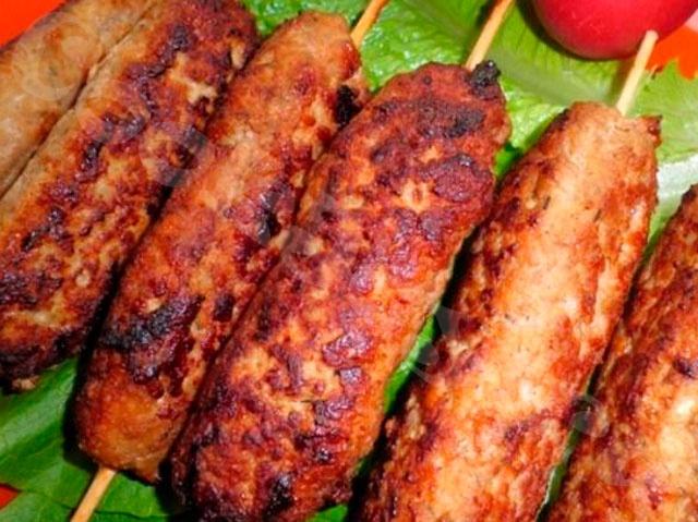 Домашние диетические колбаски из свиного легкого