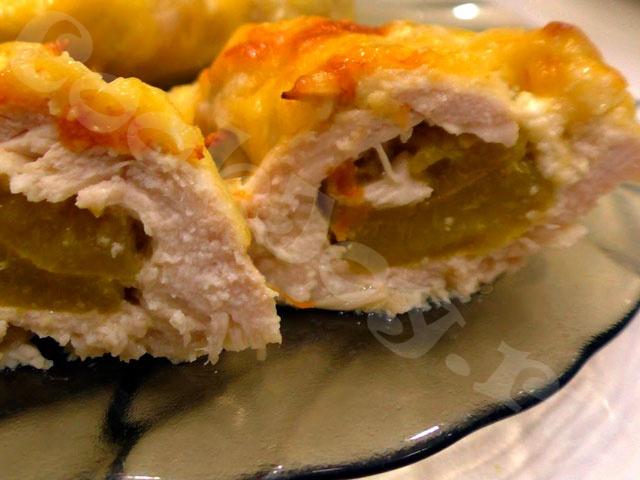 Запеченные фаршированные абрикосами куриные грудки