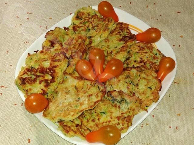 Драники из кабачков с сыром и зеленью