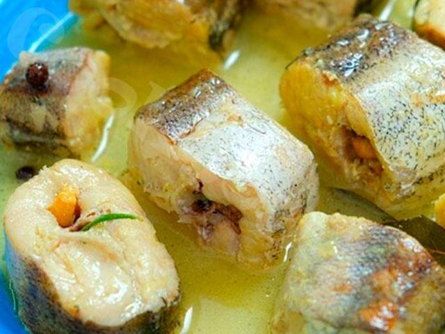 Минтай или хек в сливочном-луковом соусе