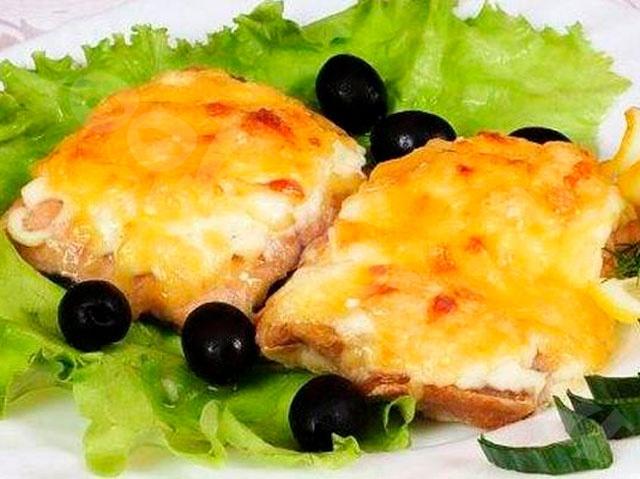 Судак, запеченный с сыром