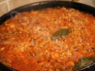 Гречка с фаршем и томатной пастой