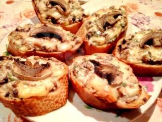 Бутерброды, запечённые с сыром и шампиньонами