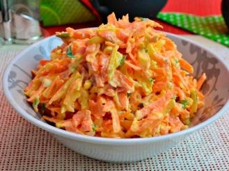 Салат с сыром и свежей морковью
