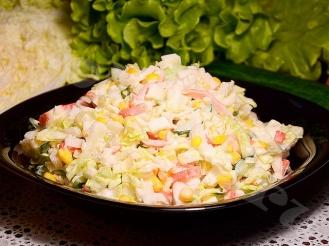 Салат с капустой и крабовым мясом
